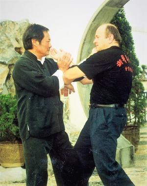 Janusz Szymankiewicz with Sifu Wong Shun Leung during chi sau – Hong Kong 1994